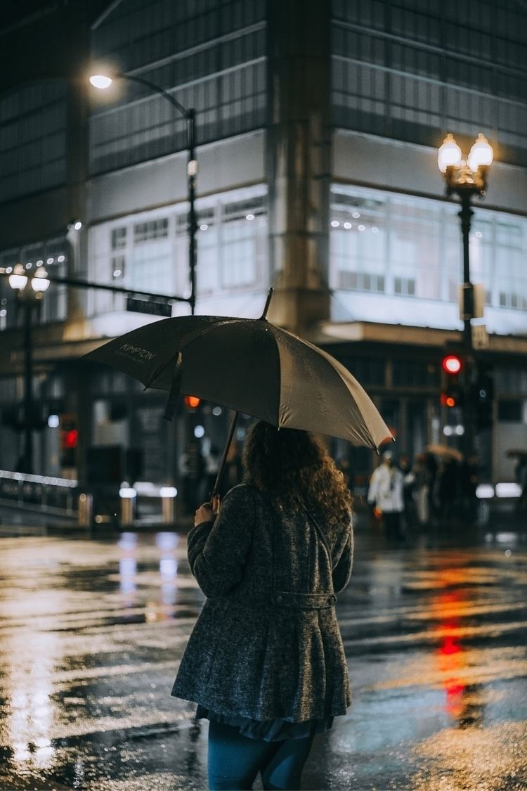 Lonely  - chicago, rainyday, street - solaphotos | ello