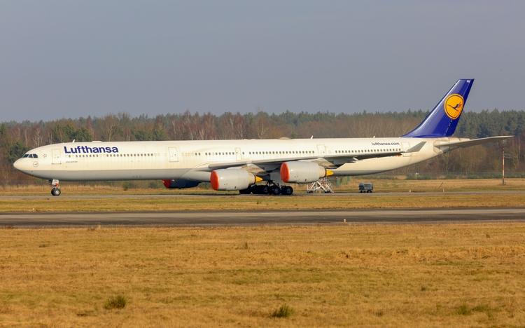 lufthansa, airbus, a340-600, stored - mathiasdueber | ello
