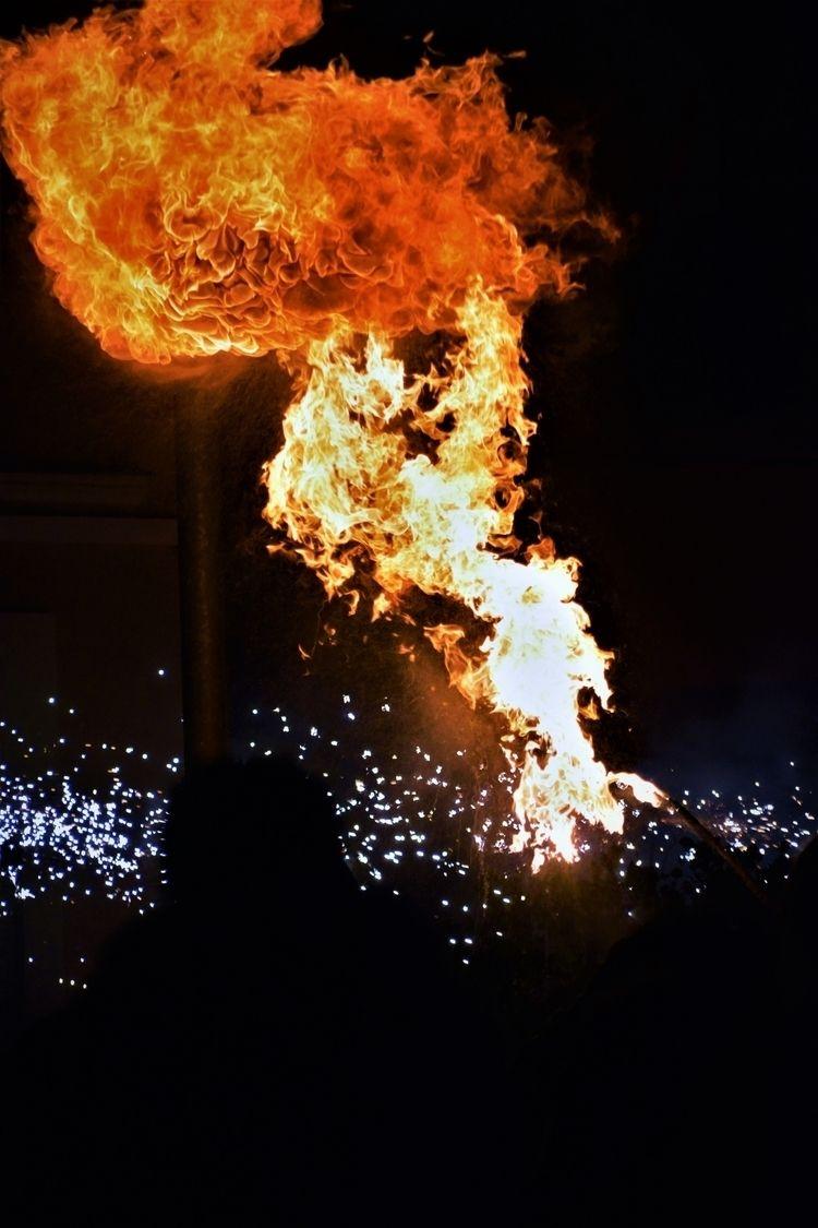 Vertical flame  - fire, orange, crowd - ferranllerena | ello