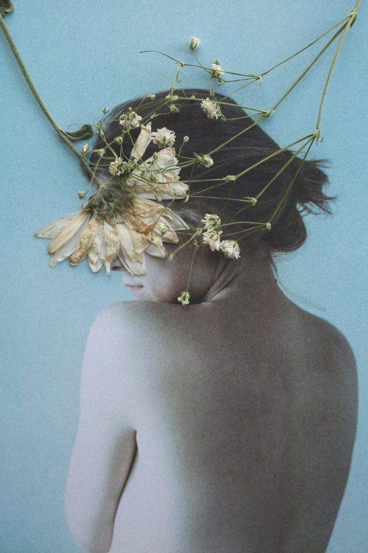 'Inmarcesible - Portrait, flowers - mariajett | ello