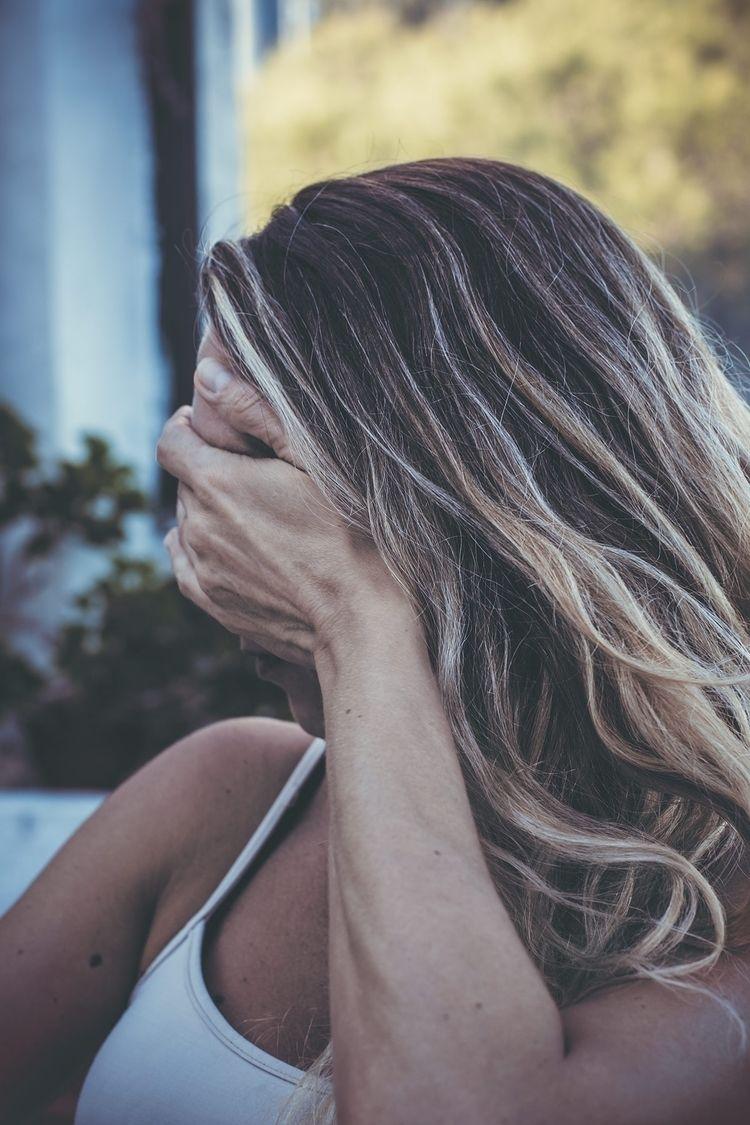 portraits: blonde, pretty shy - spots - natxodiego | ello