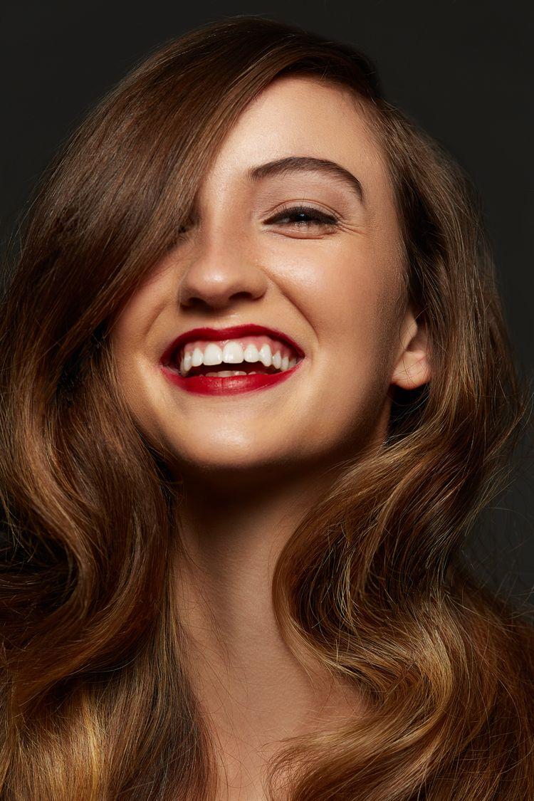 IL  - smile, redlips, glamorous - jennifermcintyre | ello