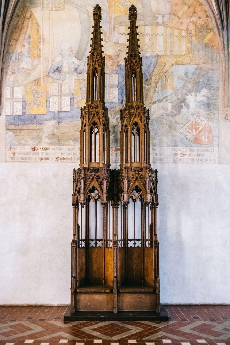 Chair - poland, malbork, castle - jdelrivero | ello