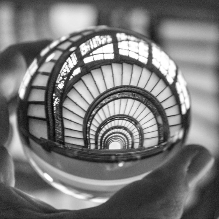 famous Rookery staircase Chicag - scottterry | ello
