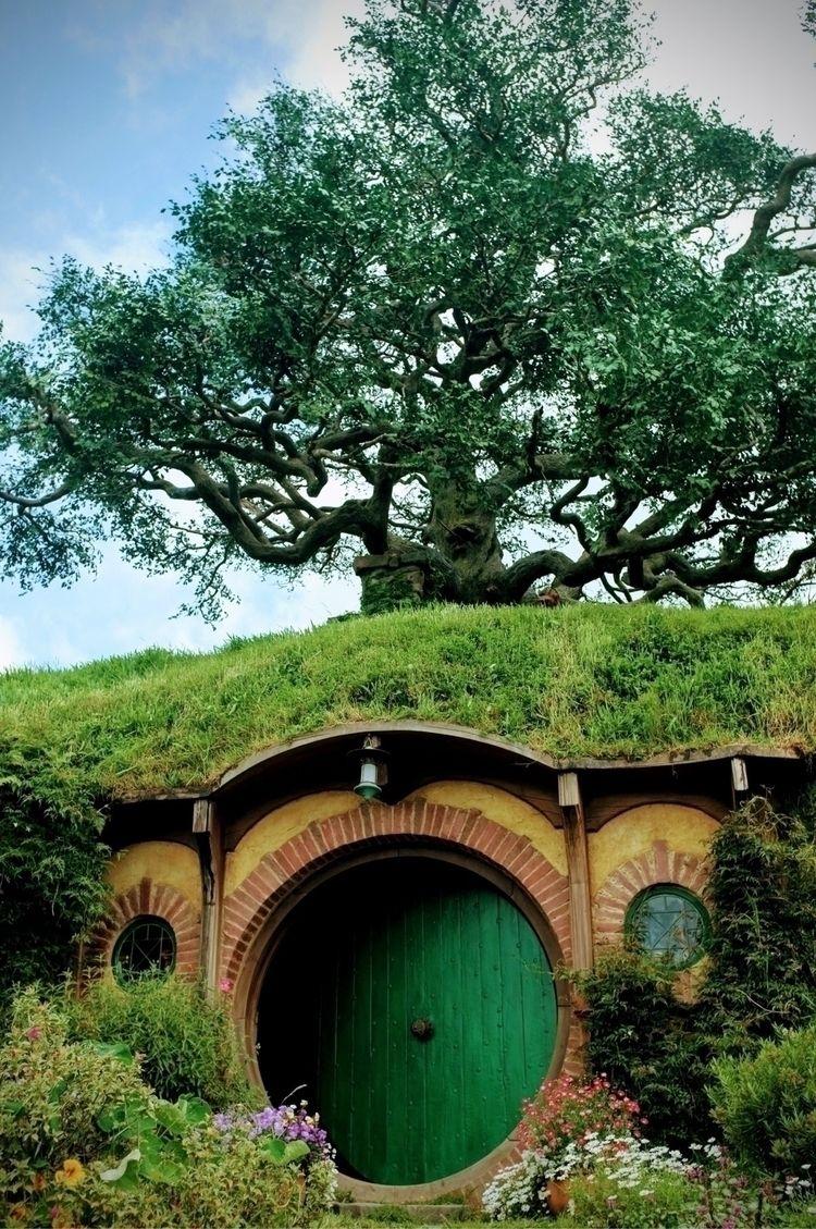 Hobbiton (travel photography mu - imanfattah | ello