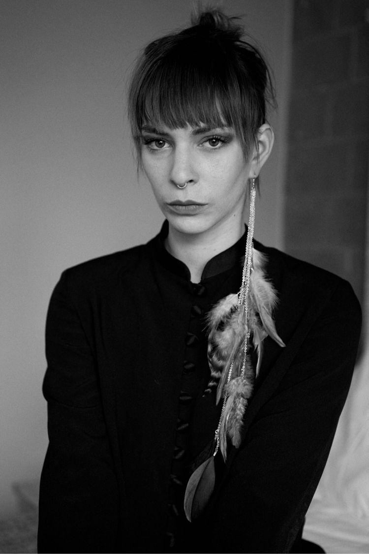 Sadie von Paris  - portrait, blackandwhite - encorebenoit | ello