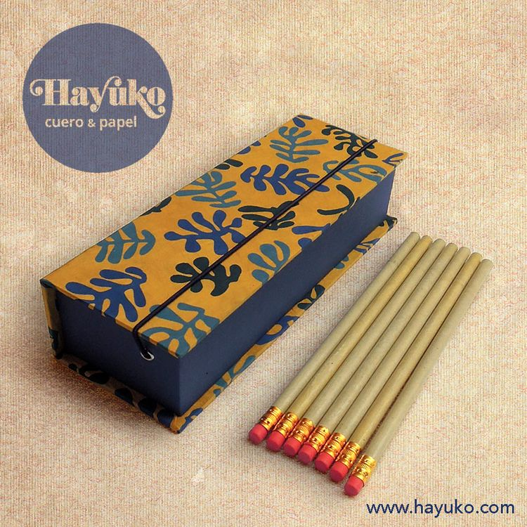 Pencil case// Estuche para lápi - hayukocueroypapel | ello