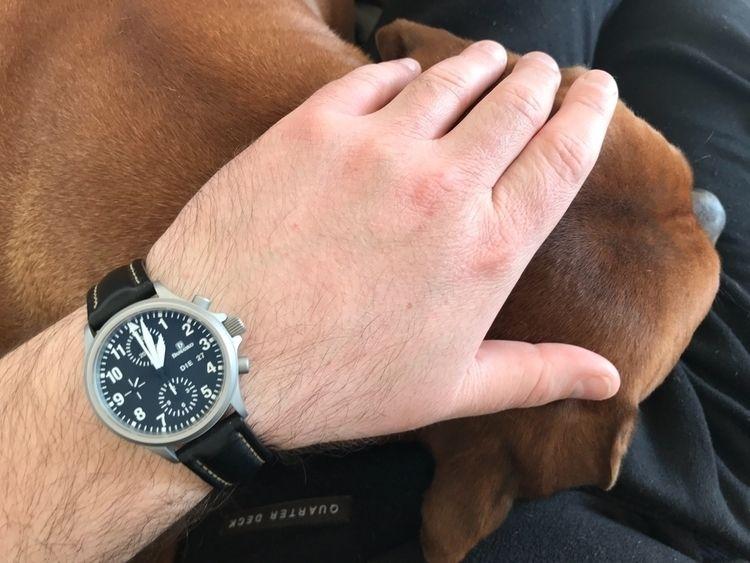 Andere tragen riesige Uhren dün - royfocke | ello