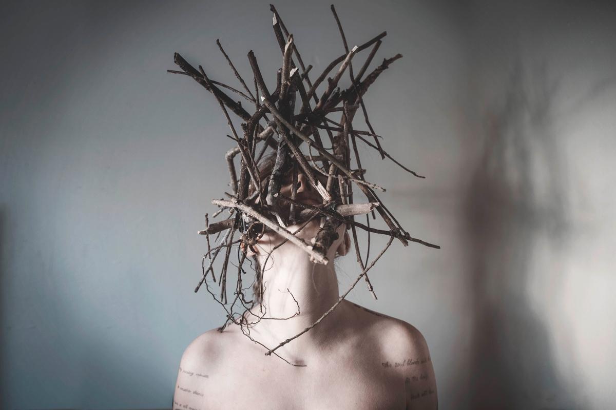"""Omen"" — Photographer/Model/Ret - darkbeautymag | ello"