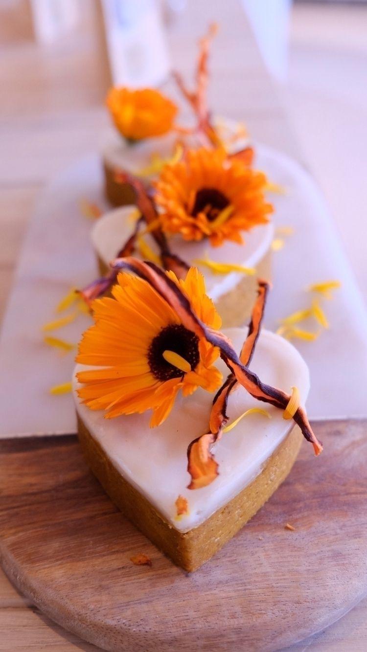 Raw vegan carrot cake - foodphotography - evora-switzerland   ello