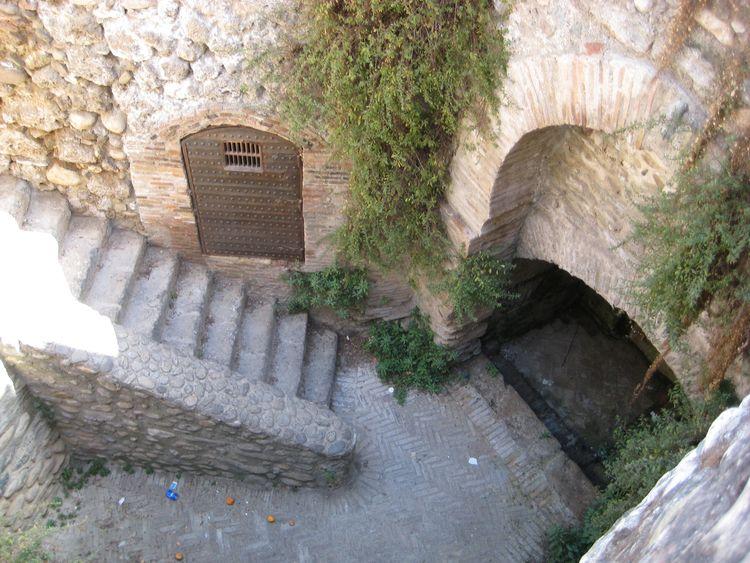 Walking Granada. Find - mauricioluque | ello