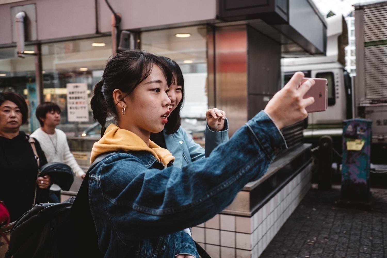 Selfie, Shibuya - street, tokyo - adamkozlowski | ello