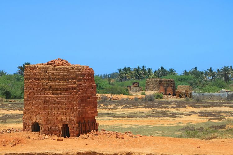 Oven brick castles Tuléar, Mada - loums_ | ello