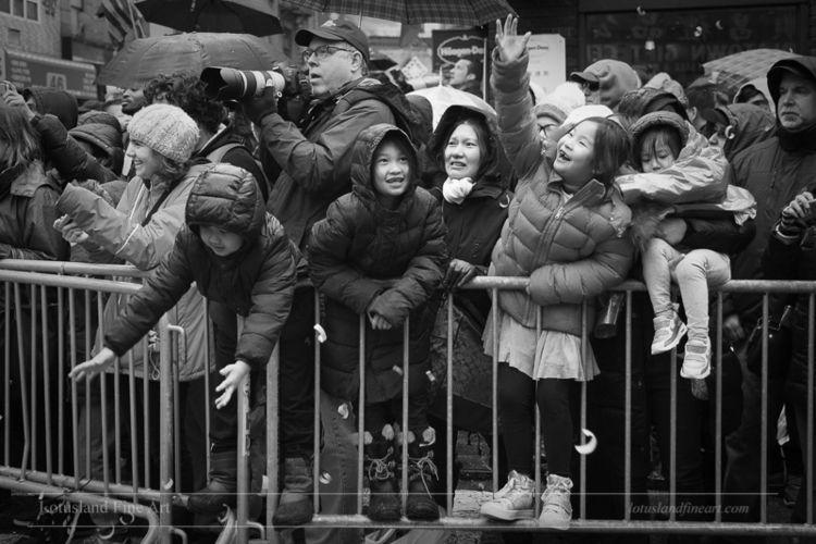 Delighted children watch NYC Ch - wlotus | ello