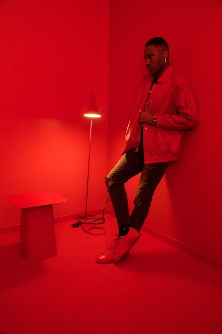RED ROOM - color blocking exper - hi-ro | ello