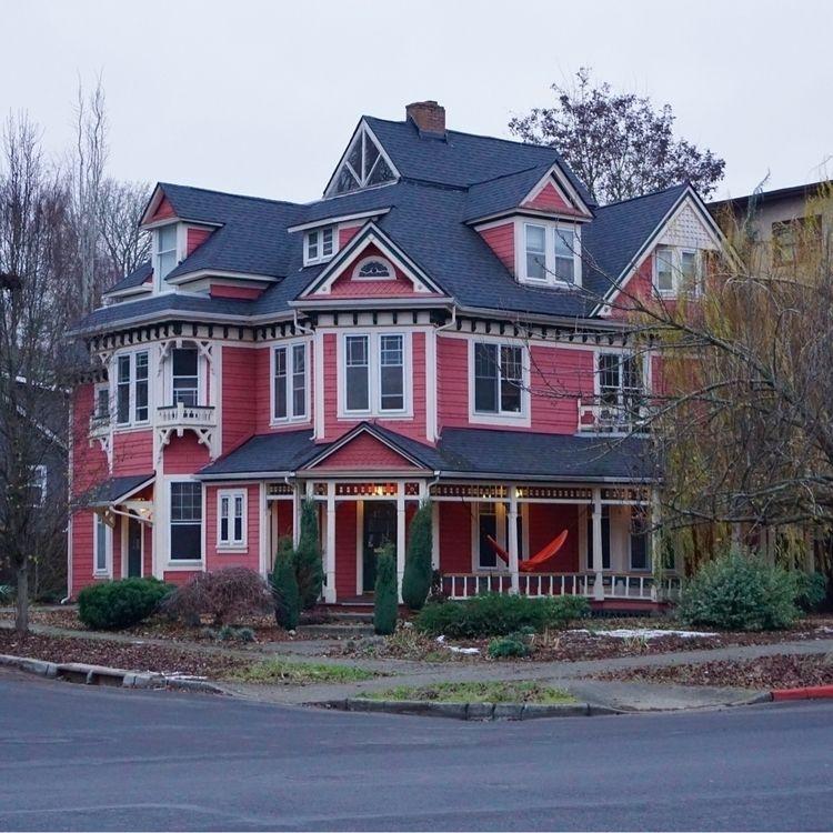 Pink House - pamm00re   ello