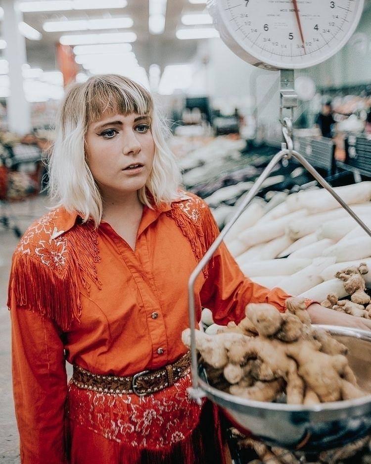 makin groceries.  - postmypicsticks - brandtimages | ello
