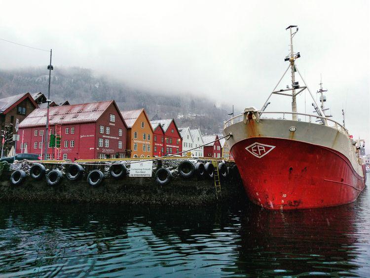 Bryggen, Bergen, Norway snow fa - notabene   ello