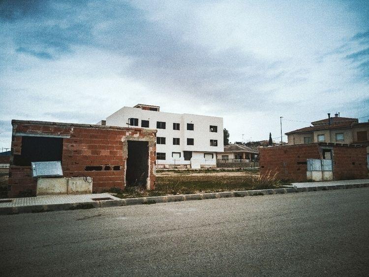intimidation:derelict_house_bui - ralx | ello