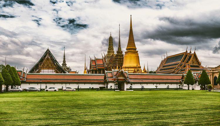 Wat Phra Kaeo - Bangkok, Thailand - christofkessemeier   ello