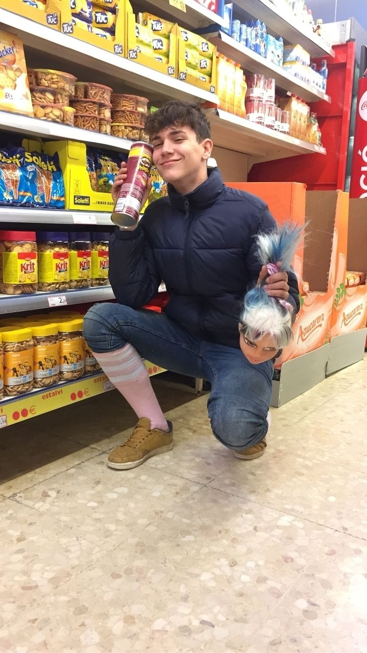 buying Pringles - mikimartii   ello