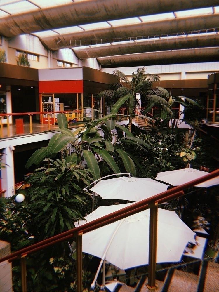 shoppingmall, lisboa, portugal - joanacomeapapa | ello