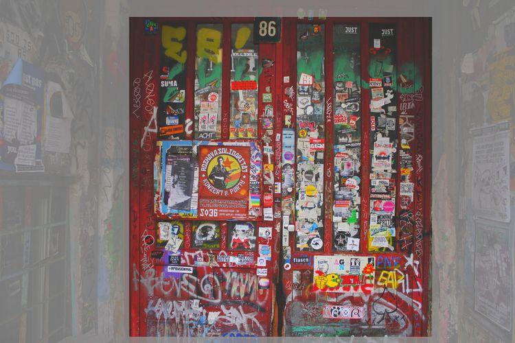 berlin, posters, door, streetphotography - oorlab | ello