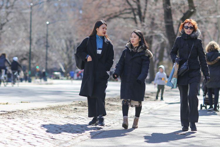 Walking Women walking West Driv - kevinrubin | ello