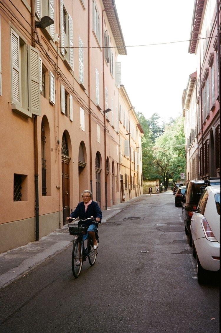 reggioemilia, italy, street, streetphotography - laurenzunno | ello