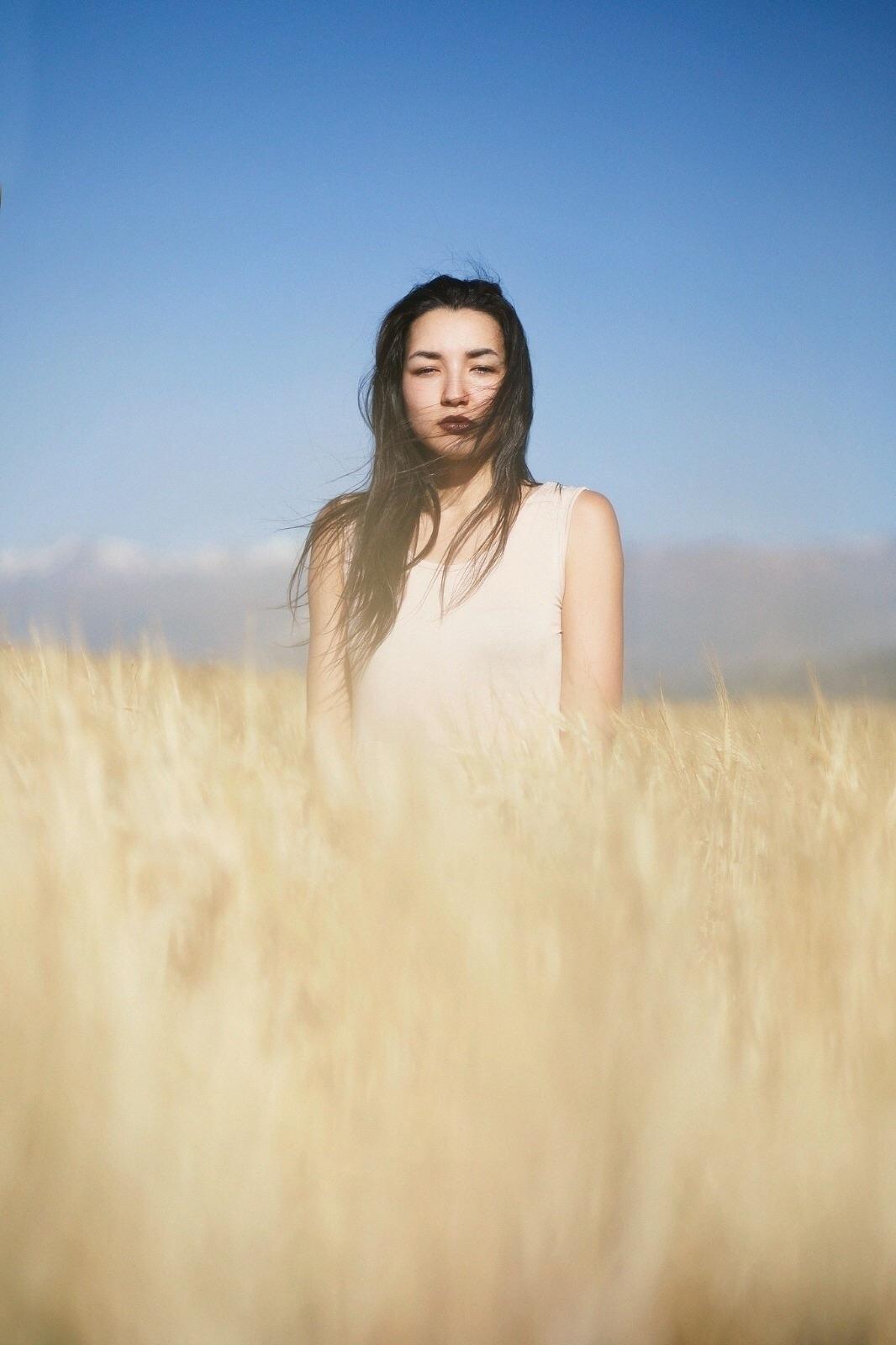 El viento acaricia el alma - portrait - taniacervian | ello