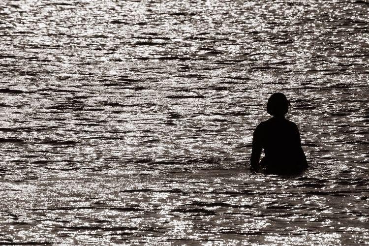 Scenes Eilat 2018, 10 woman wal - talpazfridman   ello