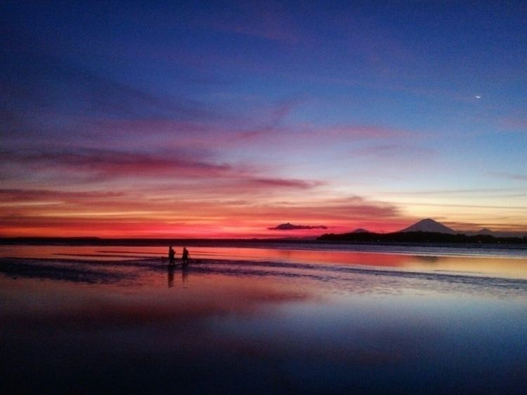 fisherman wrapping day - indonesia - zen_zanon   ello