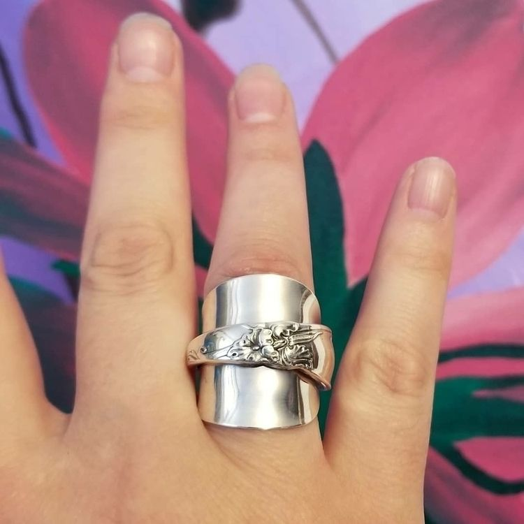 gorge spoon ring? White Orchid  - midnightjo | ello