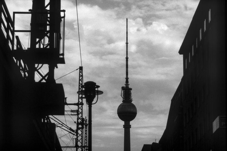 Berlin. Contax AX, Zeiss Sonnar - frostburg | ello