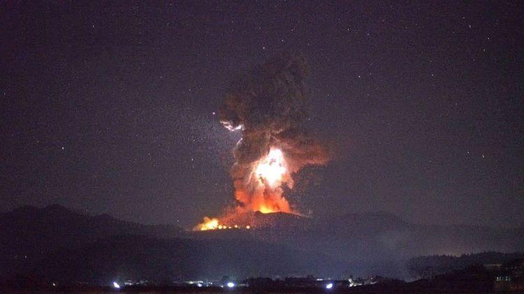 Volcán de Japón hace erupción c - codigooculto | ello