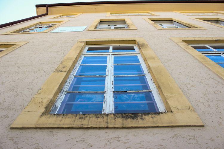 blue - window, grunge - zulifija | ello
