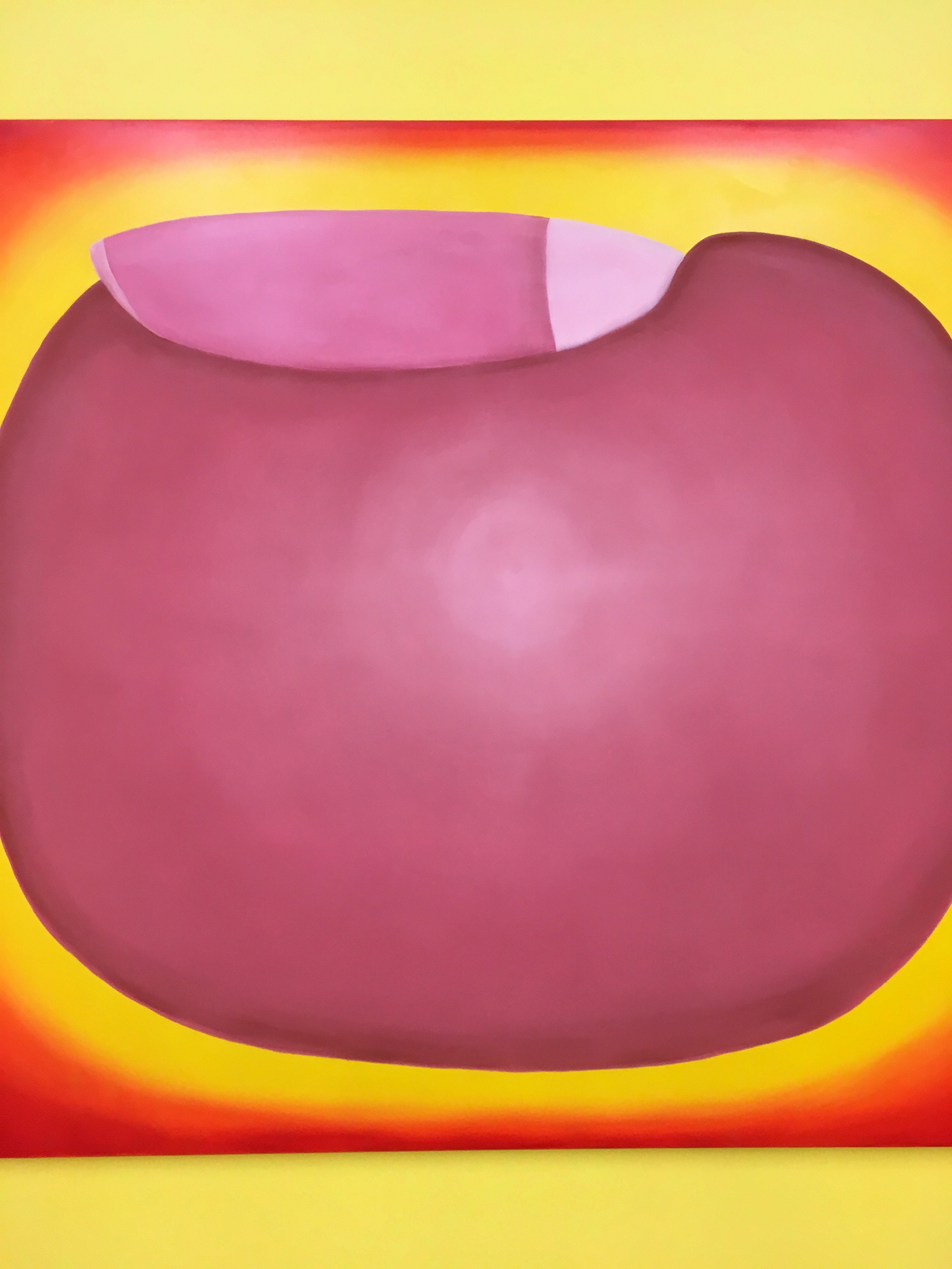 Zdjęcie przedstawia kompozycję geometryczną w kolorach żółtych, czerwonych i różowych.