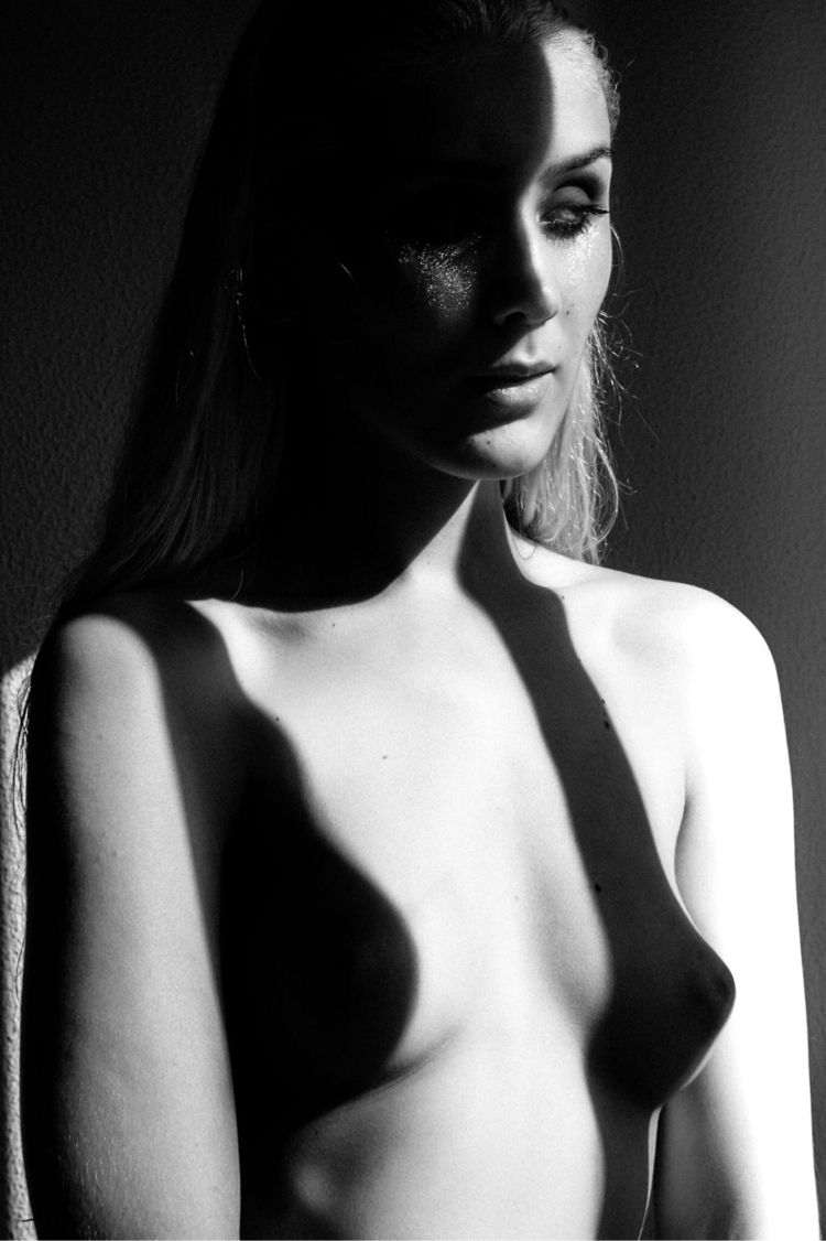 Aleksandra - socramphotophobia | ello
