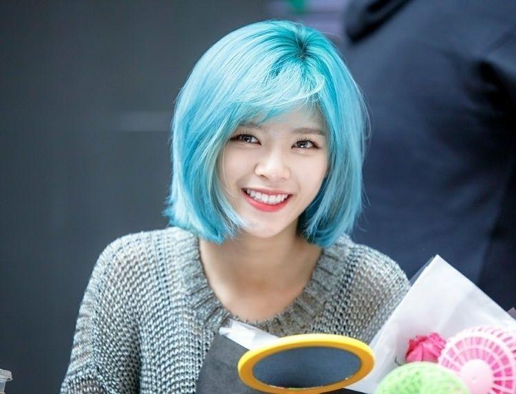 eU APAIXONADA - hwangeunbi | ello