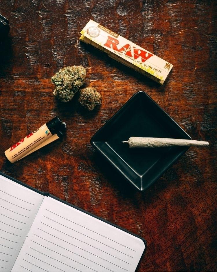 cannabis, marijuana, cannabiscommunity - olegphotos | ello
