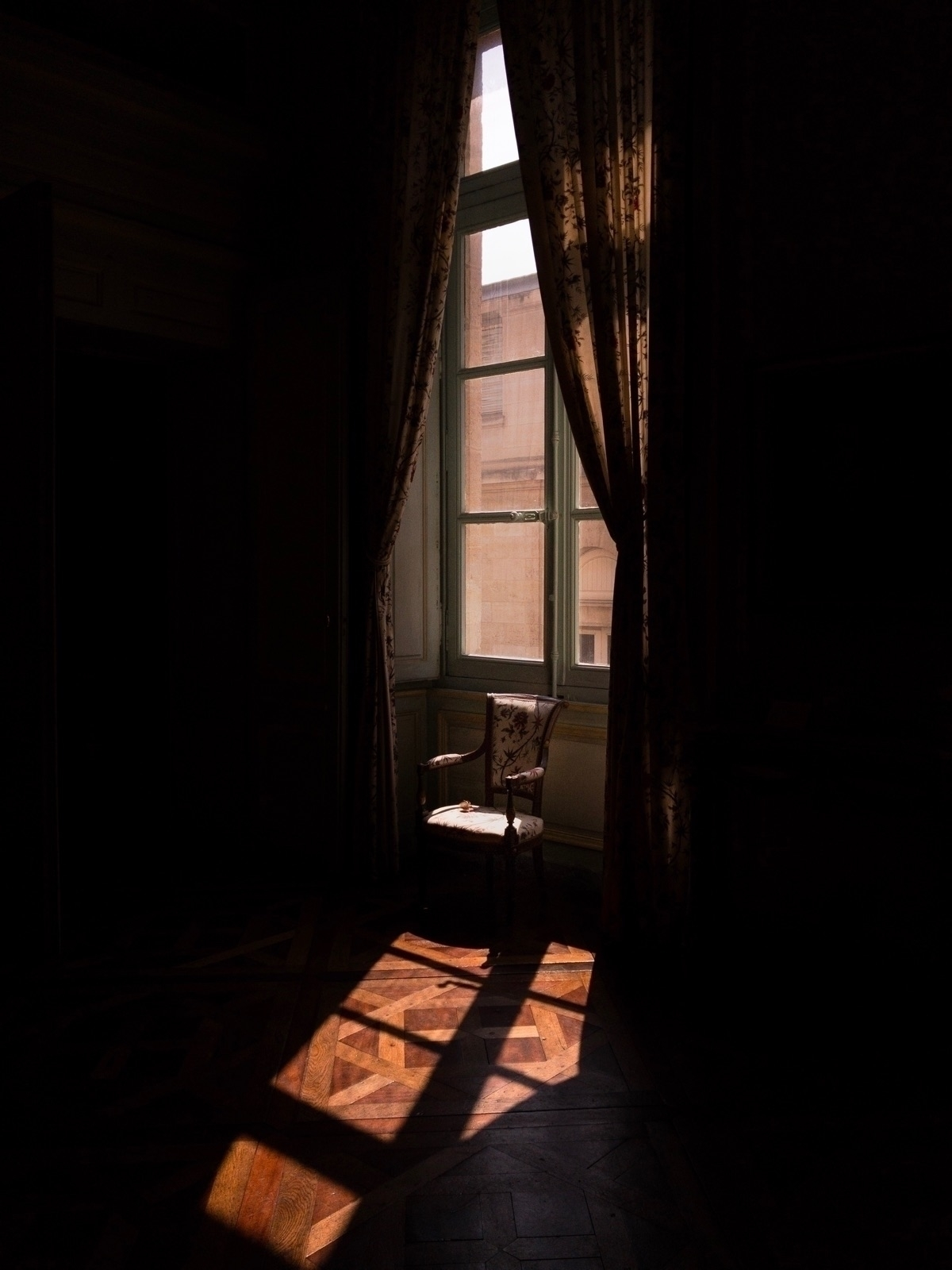 negativespace, contrast, sunlight - oliviermorisse | ello