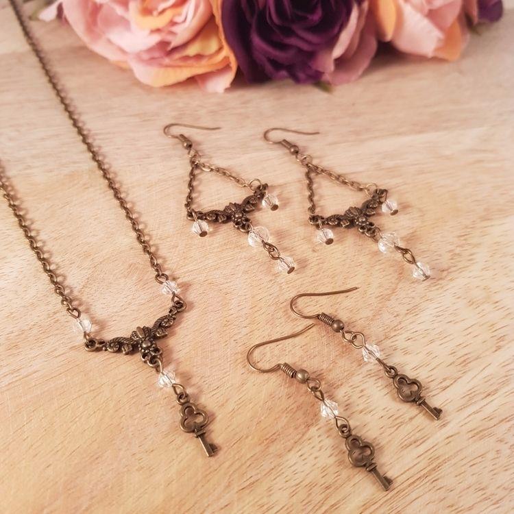 Antique bronze key charm jewell - yiskadesigns | ello