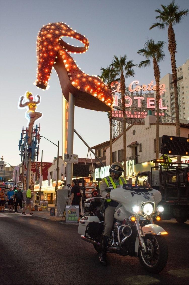 Las Vegas police officer waits  - jasonogulnik | ello