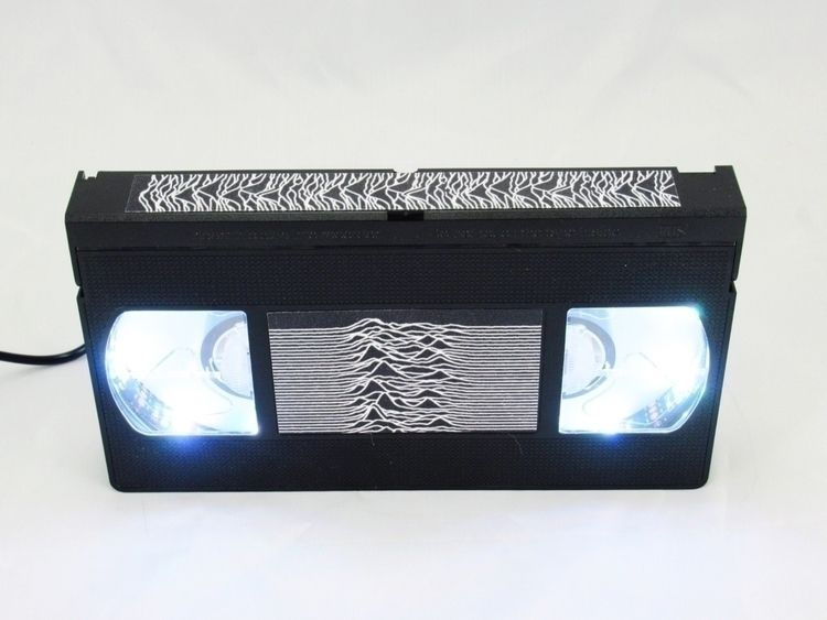 Big fan Radio waves VHS lamp. P - egvastbinder | ello