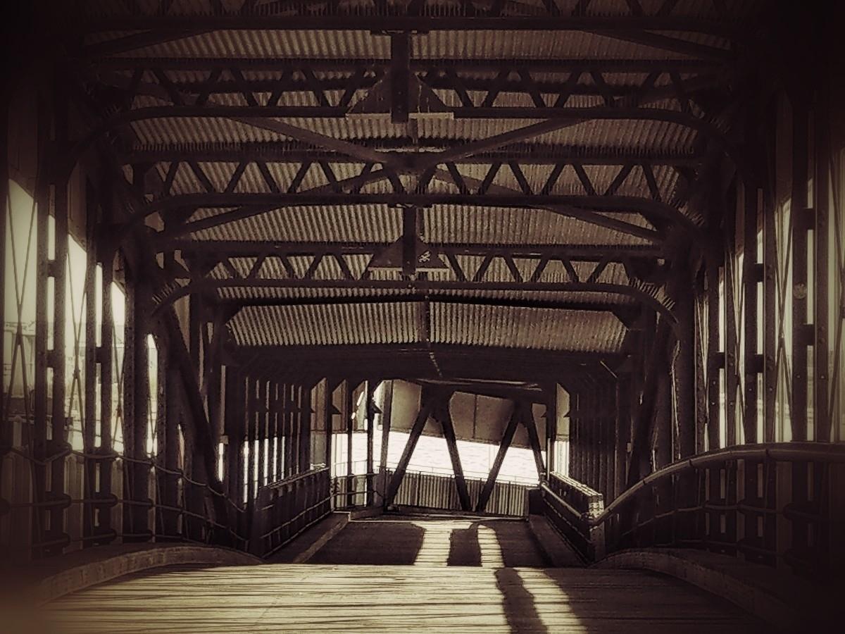 Covered bridge 2, quiet - Hamburg - c_wal | ello
