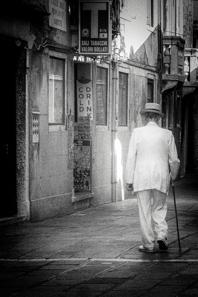Time cigarettes - leica, italia - marcosecchi | ello