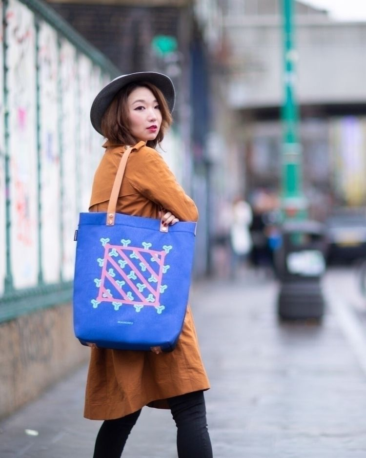 Carry bold colours Tokyo street - mamimutokyo | ello