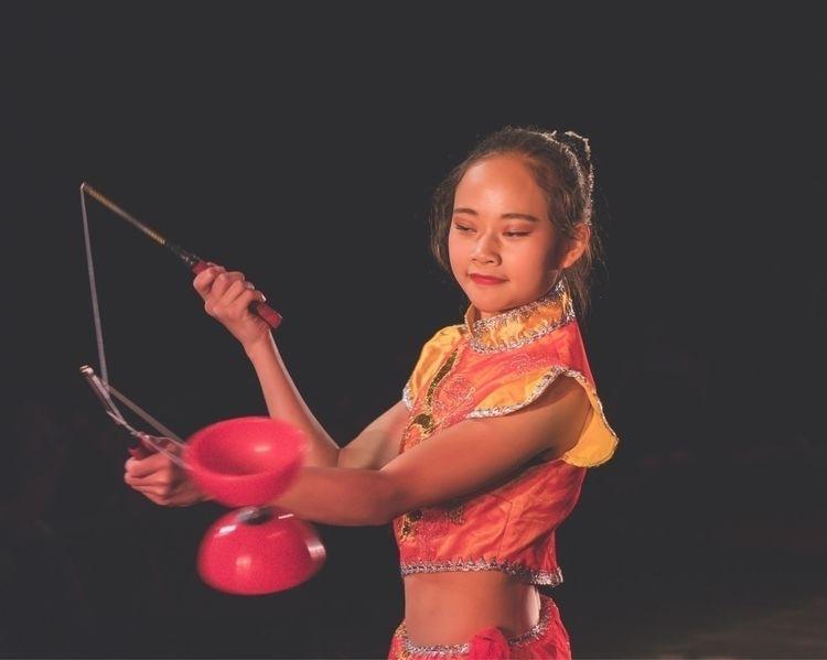 Chinese Acrobatic Show   - portrait - isukantapal   ello