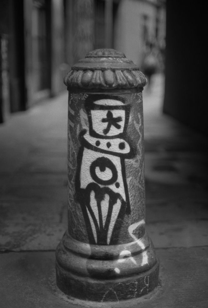 Barcelona, StreetArt, bw, kodaktmax - peterhphotography | ello