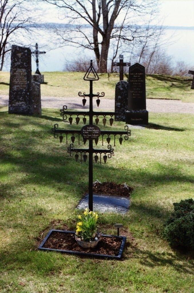 < iron cross grave marker &g - mistermarken_   ello